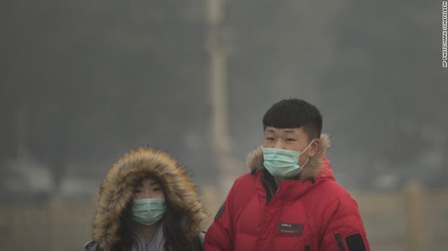 Người dân Trung Quốc khi ra đường đều trang bị kín mít.