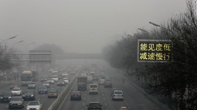 Các phương tiện giao thông ở Bắc Kinh được cảnh báo đi chậm và giảm bớt số lượng di chuyển trên các tuyến đường.