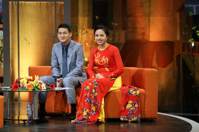 Đảm nhận vị trí MC của chương trình Chiều cuối năm là BTV Tuấn Dương và Kim Ngân.