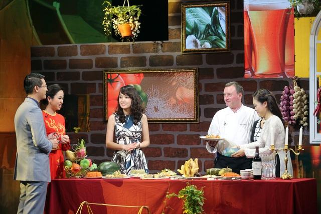 Quán quân Vua đầu bếp Việt - Minh Nhật cùng vị bếp trưởng người nước ngoài sẽ mang đến những món ăn đặc biệt cho ngày Tết.