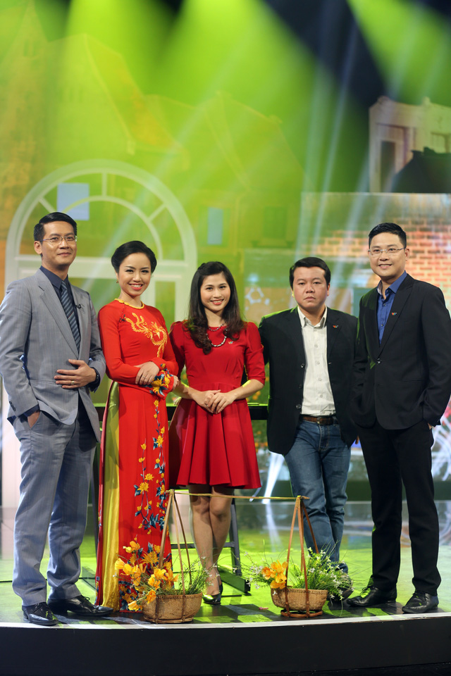 Các MC quen thuộc của Cuộc sống thường ngày: Tuấn Dương, Kim Ngân, Minh Trang, Xuân Sơn và Kỳ Vọng (từ trái qua).