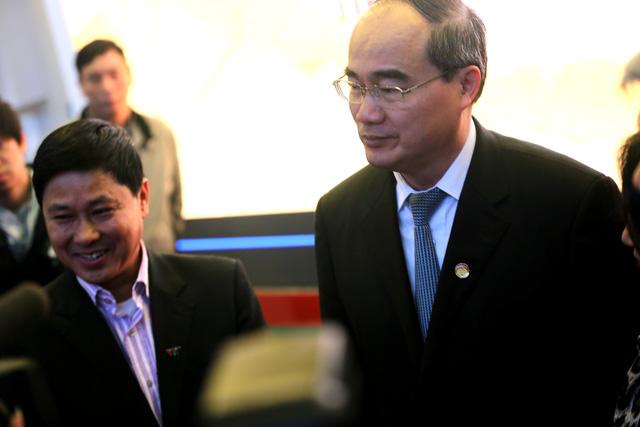 Ông Nguyễn Thiện Nhân - Ủy viên Bộ Chính trị, Chủ tịch Ủy ban Trung ương MTTQ Việt Nam đã tới thăm gian hàng của Đài THVN
