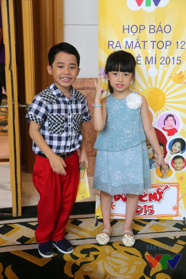 Bé Huỳnh Đức Thanh và bé Trần Thùy Dương tự tin tạo dáng trước ống kính phóng viên.