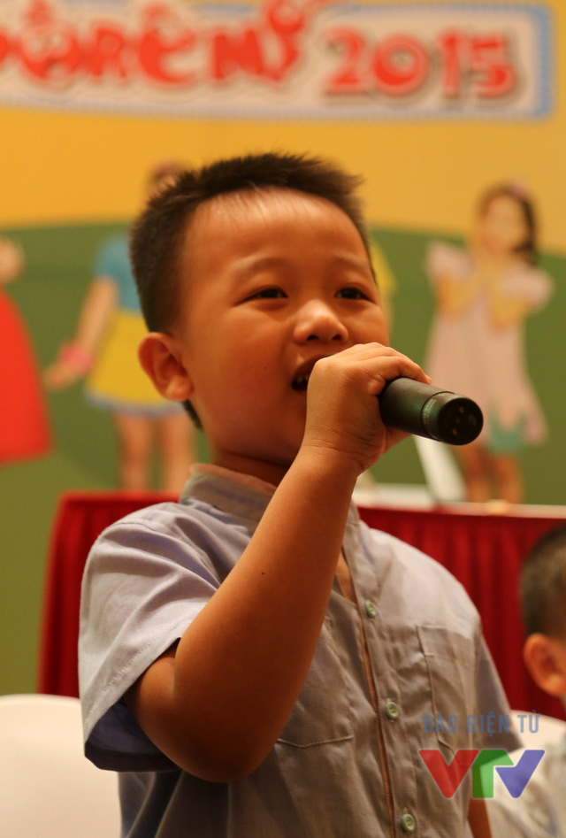 Cậu bé bụ bẫm có cái tên khá kêu Phạm Viết Thiên Phước, 5 tuổi, đến từ TP HCM có năng khiếu chơi đàn và đánh cờ vua. Nhờ sự tự tin và năng động, Phước đã tham gia rất nhiều hoạt động văn nghệ ở trường. Cậu bé còn góp mặt trong một quảng cáo sữa và tham gia chương trình Con đã lớn khôn.
