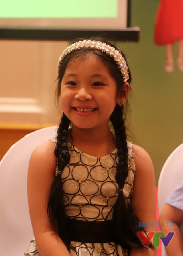 Đến từ TP Đồng Nai, Nguyễn Võ Ngọc Giàu sở hữu tài năng nhảy hiện đại và ca hát. Cô bé từng đạt giải nhất cuộc thi Tiếng hát Vàng Anh năm 2014 của Đồng Nai và đã tham gia vòng loại của Đồ Rê Mí 2014.