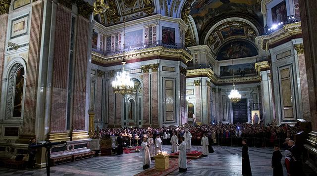 Lễ tưởng niệm các nạn nhân tại nhà thờ St. Isaac, thành phố St. Peterburg, Nga. (Ảnh: telegraph.co.uk)