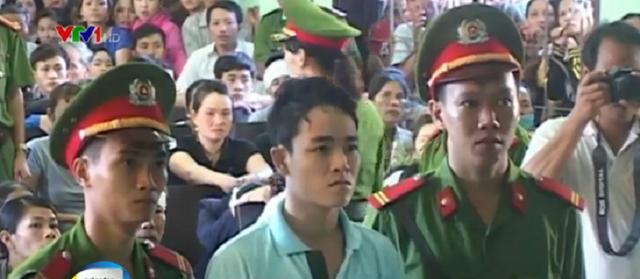 Hung thủ Hồ Chí Bảo tại phiên tòa xét xử.