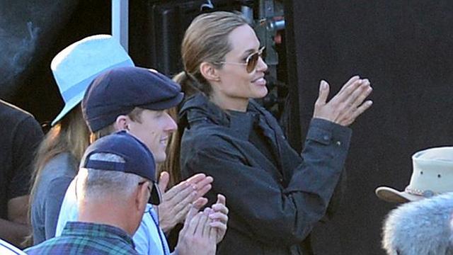 Angelina Jolie cho biết cô thích đứng sau máy quay.