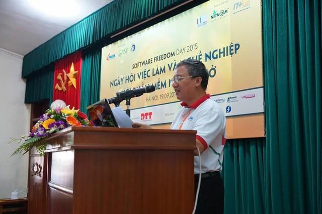Ông Nguyễn Hồng Quang, Chủ tịch CLB phần mềm tự do nguồn mở Việt Nam phát biểu khai mạc