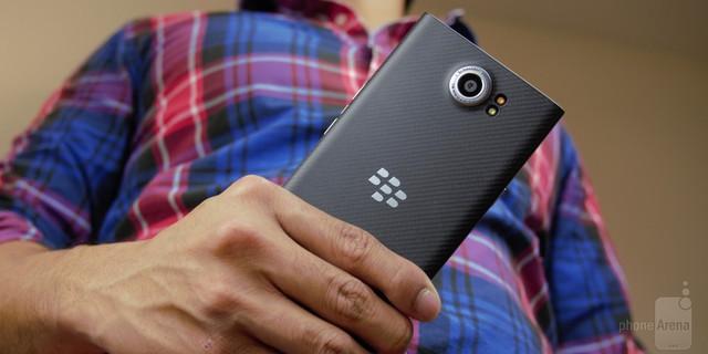 BlackBerry Priv được trang bị camera Schneider-Kreuznach ở mặt sau với độ phân giải 18MP