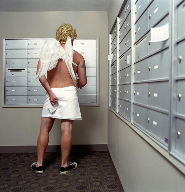 Một người đàn ông hóa thân thành Cupid ở Mỹ (ảnh: Getty).