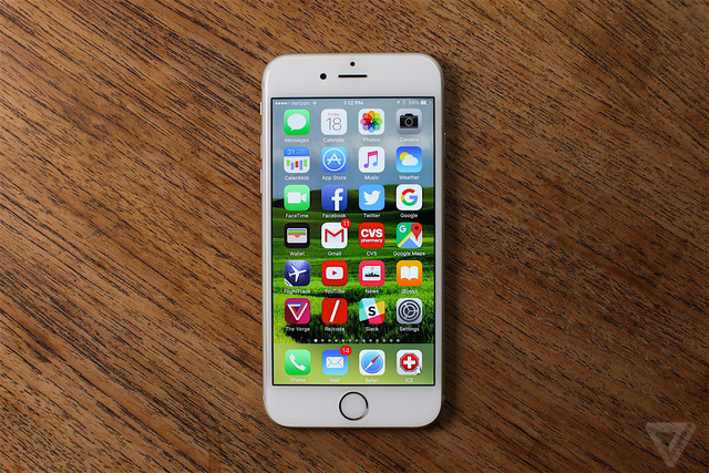 iPhone 6S (Ảnh: The Verge)