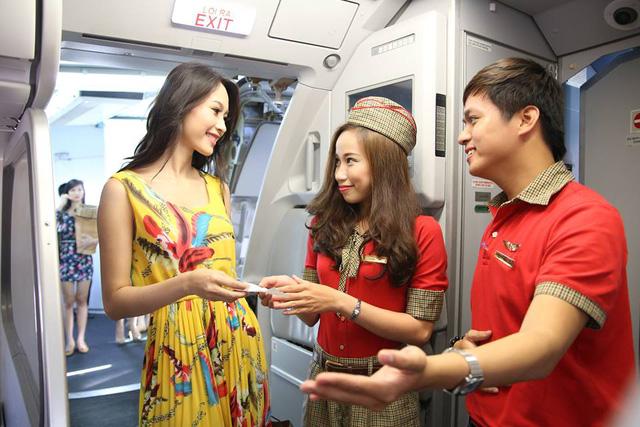 Không chỉ dành cho người thích du lịch, chương trình khuyến mãi còn mang tới cho hành khách cơ hội đi công tác, mua sắm, buôn bán, giao thương với giá vé tiết kiệm. ( Ảnh : Vnexpress ).