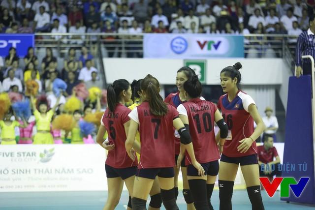 ĐT bóng chuyền nữ Việt Nam cũng như các đội khách mời đã có thêm người bạn luôn dõi theo từng tình huống. Ở trận khai mạc, đáp lại sự yêu mến, ĐT bóng chuyền nữ Việt Nam đã giành chiến thắng đầu tay.
