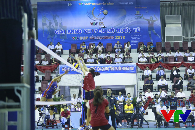 Với lợi thế chiều cao nhỉnh hơn, ĐT bóng chuyền nữ Việt Nam thường có những pha chắn bóng tốt.