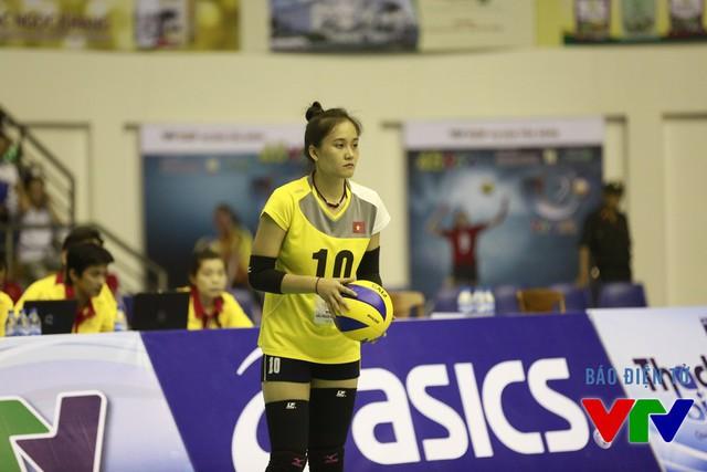 Hoa khôi VTV Cup 2015 Nguyễn Linh Chi sở hữu làn da trắng cùng khuôn mặt bầu bĩnh đáng yêu