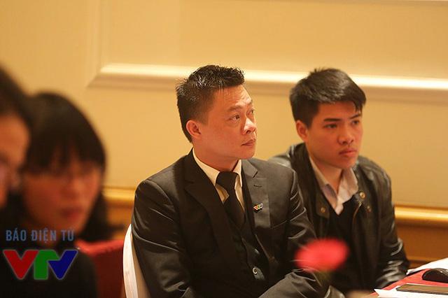 Nhà báo Quang Minh, Ban Thanh thiếu niên đảm nhận vai trò dẫn dắt cuộc họp báo.