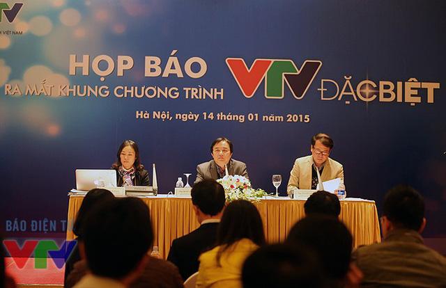 Nhà báo Tạ Bích Loan, Phó Tổng Giám đốc Đài THVN Phạm Việt Tiến và Trưởng Ban Thư ký Biên tập Nguyễn Hà Nam.