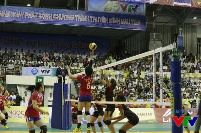 U23 Thái Lan chơi hay ngay trong set 1 và đánh bại đại diện mạnh tới từ Trung Quốc với tỉ số 25-22.