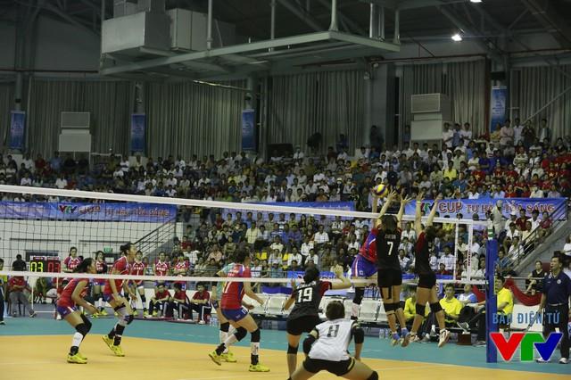 Tuy nhiên, CLB Liêu Ninh đã nhanh chóng lấy lại thế trận và thắng lại 26-24 ở set 2.