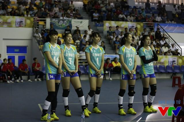 Các cầu thủ của CLB Liêu Ninh (Trung Quốc) thì luôn tập trung cao độ.