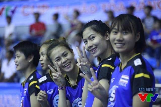 Nhưng tất cả sẽ qua nhanh để nhường chỗ cho nụ cười. U23 Thái Lan xứng đáng là đội vô địch VTV Cup 2015 và cũng là đội lạc quan nhất giải.