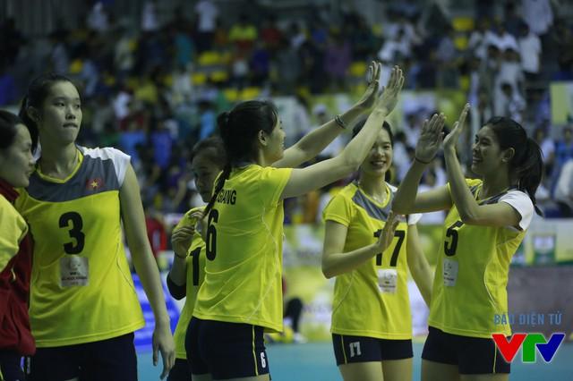 5 chiến thắng liên tiếp giúp đội đứng đầu vòng bảng cho thấy các cô gái bóng chuyền Việt Nam có tâm lý thoải mái khi thi đấu.