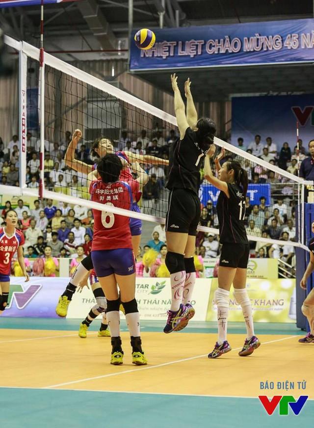 Thắng đội đồng hương Trung Quốc, CLB Liêu Ninh giành vé đầu tiên vào bán kết VTV Cup 2015.
