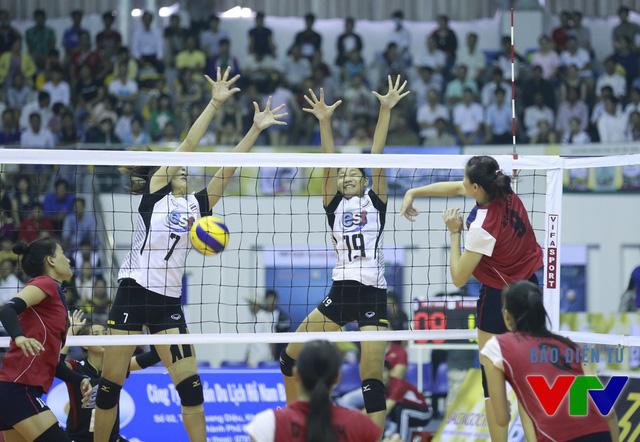 Dưới sự dẫn dắt của đội trưởng Ngọc Hoa, Hà Ngọc Diễm, Trần Thị Thanh Thúy cũng đã ghi những điểm số quan trọng để thắng tiếp set 2 với cách biệt 25-19.