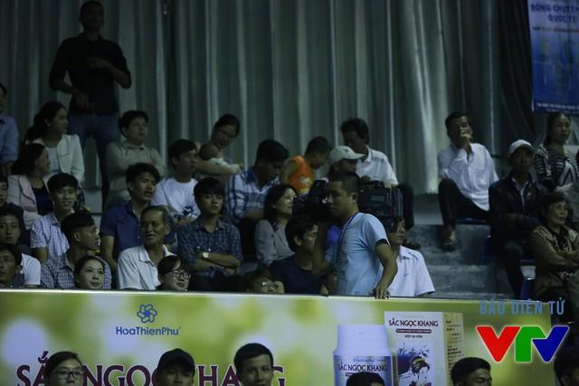 Ban SXCTT Thể thao huy động hơn 10 máy quay tới tác nghiệp tại VTV Cup 2015 ở Bạc Liêu.
