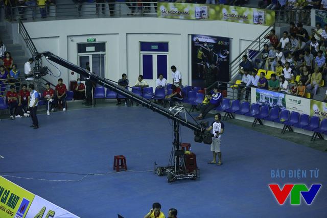 Tại VTV Cup 2015, cùng với cẩu, nhiều thiết bị hiện đại khác mà Ban SXCTT Thể thao sử dụng mang lại cho khán giả truyền hình những hình ảnh sinh động, hấp dẫn với nhiều góc máy đẹp.