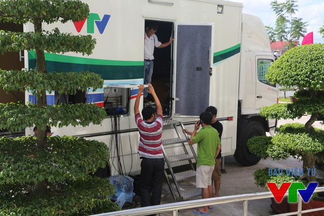 Trước ngày khai mạc, xe truyền hình lưu động HD được điều động tới nhà thi đấu đa năng tỉnh Bạc Liêu từ VTV Cần Thơ.