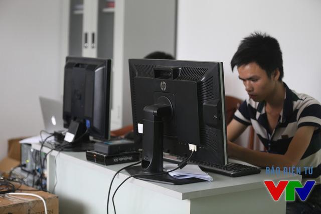 Ở phòng kĩ thuật, đội ngũ kĩ thuật viên sử lí công nghệ Libero ngay khi trận đấu đang diễn ra. Vì thế, khán giả có cái nhìn đa chiều về các pha bóng đẹp.