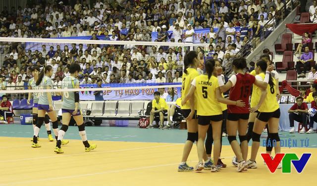 Chiến thắng 18-16 ở set 5 giúp ĐT bóng chuyền nữ Việt Nam thắng nghẹt thở.