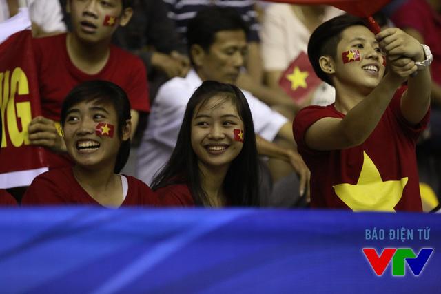 ĐT bóng chuyền nữ Việt Nam liên tiếp chiến thắng khiến các CĐV nức lòng.