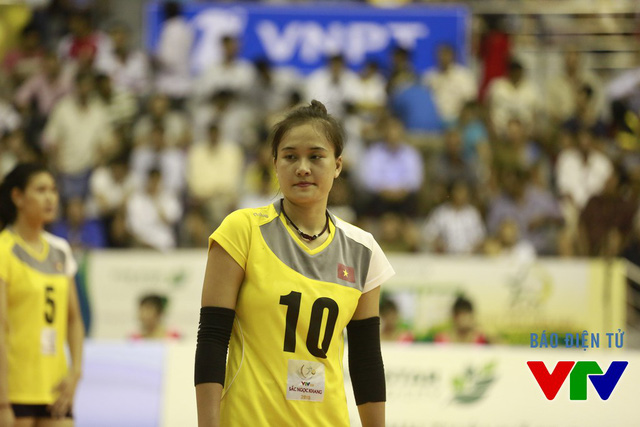 Linh Chi được triệu tập lên tuyển từ đội bóng chuyền Thông tin LienVietPostBank.