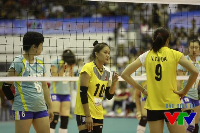 Linh Chi chơi khá ăn ý bên cạnh phụ công Nguyễn Thị Hoa.