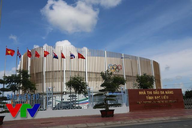 Nhà thi đấu đa năng tỉnh Bạc Liêu - nơi diễn ra lễ khai mạc, các trận đấu và lễ bế mạc VTV Cup 2015.