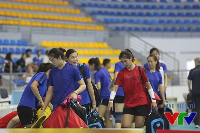 Các nữ tuyển thủ với phong cách chuyên nghiệp, tự tin và thân thiện.