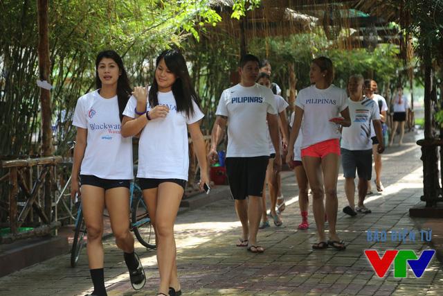 Các nữ tuyển thủ bóng chuyền Philippines rất tự nhiên trong việc thể hiện cá tính khi tới Việt Nam.