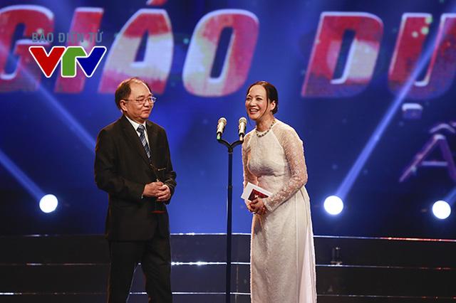 Giải thưởng ở hạng mục Chương trình Văn hóa - Khoa học Giáo dục ấn tượng do nhà báo Nguyễn Công Lập và NSND Lê Khanh công bố.