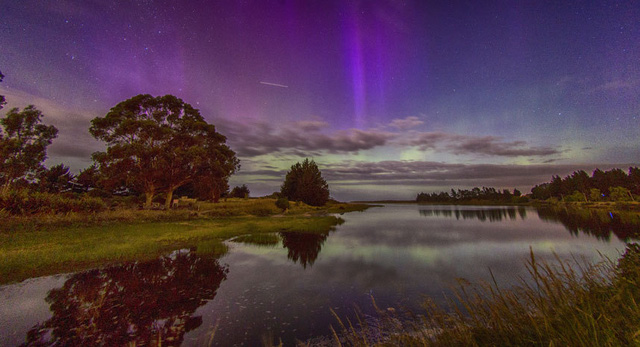Cực quang ở Waldronville Lagoon in Otago, New Zealand. Tác giả: Ian Griffin