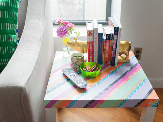 Băng dính làm bàn ăn hay bàn để đồ thông thường trong nhà nổi bật hơn.