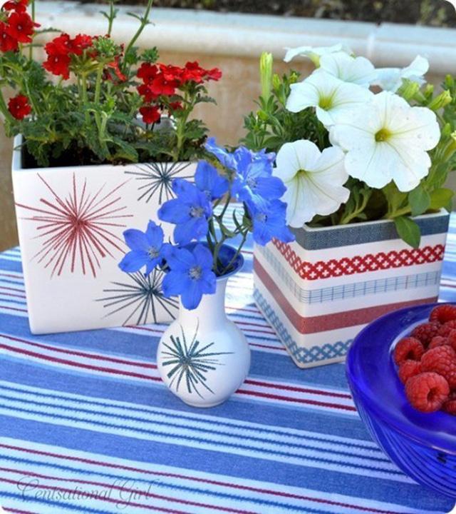Những chậu cây, lọ hoa của bạn càng xinh xắn hơn nhờ có thêm những màu sắc trang trí.