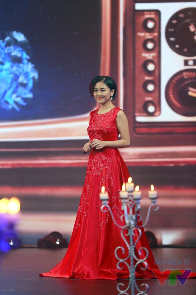 Văn Mai Hương xuất hiện với khuôn mặt rạng rỡ, nụ cười tươi. Dường như nữ ca sĩ đã vượt qua hoàn toàn giai đoạn trầm cảm.