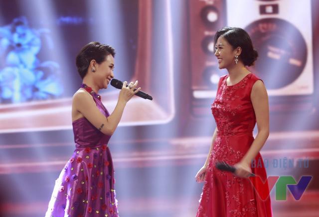 Cô song ca cùng Uyên Linh trong chương trình Gặp gỡ VTV 2015.