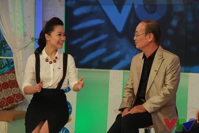 MC Thu Hà và NS ƯT Thanh Hùng đã chia sẻ những câu chuyện hậu trường công việc của các BTV Thời sự