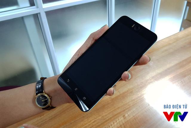 Zenfone Selfie được trang bị màn hình LCD 16 triệu màu với kích thước 5,5 inch