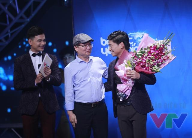 Tấn Minh được vinh danh Ca sĩ của tháng trong Liveshow Bài hát yêu thích tháng 10