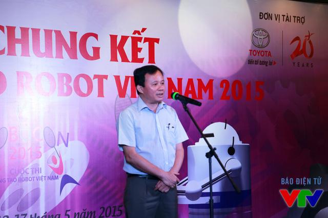 Ông Đỗ Quốc Khánh - Trưởng Ban Khoa Giáo - Đài Truyền hình Việt Nam - Phó Trưởng Ban Tổ chức Robocon 2015 phát biểu tại trước bữa tiệc